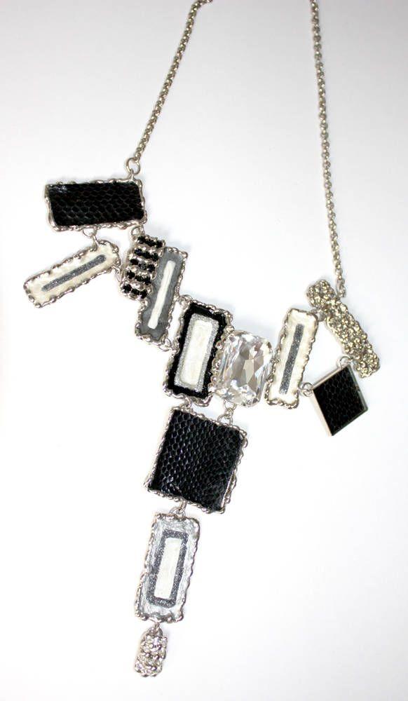 Girocollo saldato a mano,realizzato con STRASSSWAROVSKI(cristallo,nero e fumè),PITONENERO,SMALTIAFREDDO e metallo nichelfree color acciaio di LuceeColore su Etsy