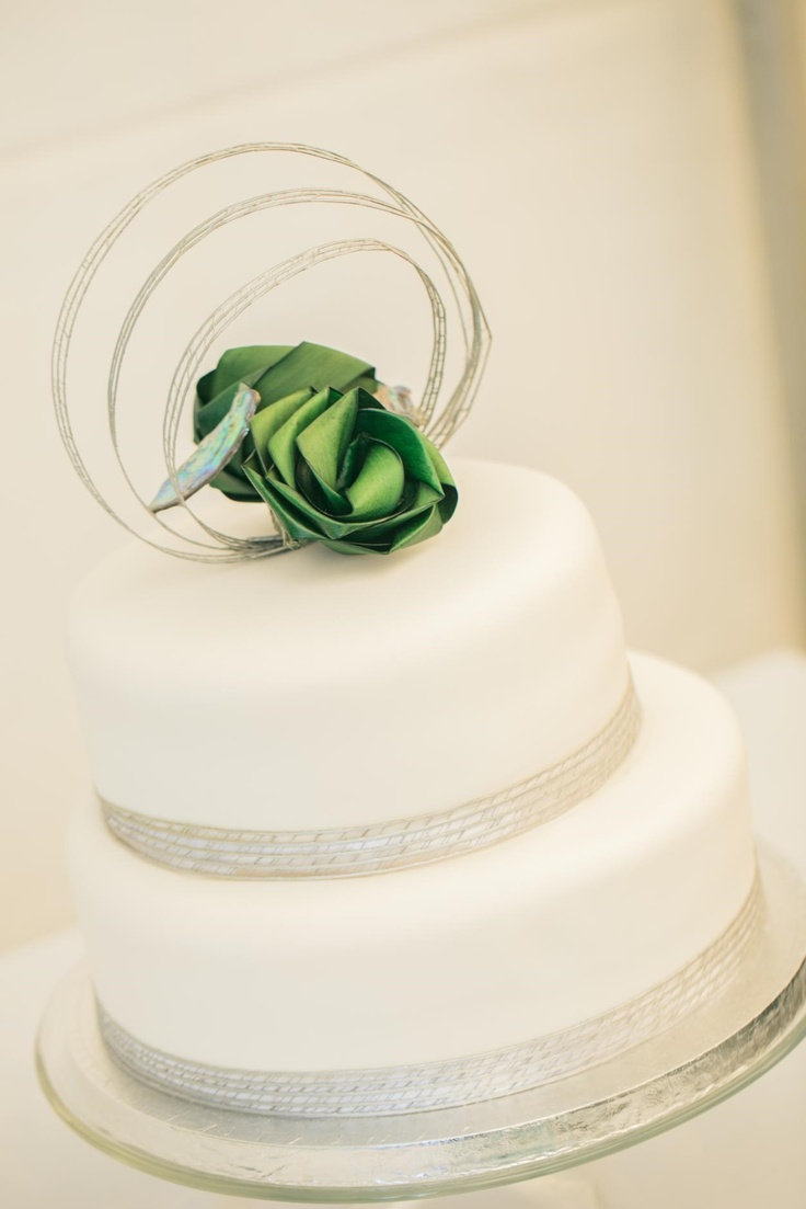 Flaxation Wedding cake caters for 80 $550