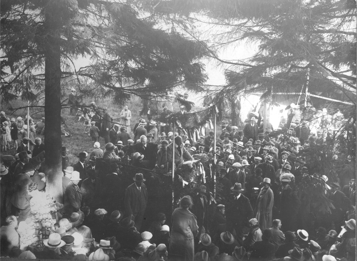 "Johannes Bucholtz giving a speech at ""The Jenle Festival"" 1929."