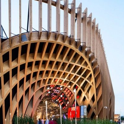 Vous n'avez pas pu passer à côté de l'info, l'Exposition universelle a ouvert ses portes à Milan, le thème général de cette édition étant: « Nourrir la planète, énergie pour la vie ». On vous propose de découvrir le pavillon de la France.  Le Pavillon s'étend sur un site de 3 600 m2 dont 2 000 m2 sont occupés par le bâtiment conçu par les architectes XTU. Symbole d'échange entre la production et la consommation, le pavillon est une architecture innovante et low tech répondant au challenge...