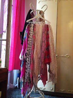les conseils de lola dys le porte foulards ranger ses foulards et charpes pinterest. Black Bedroom Furniture Sets. Home Design Ideas