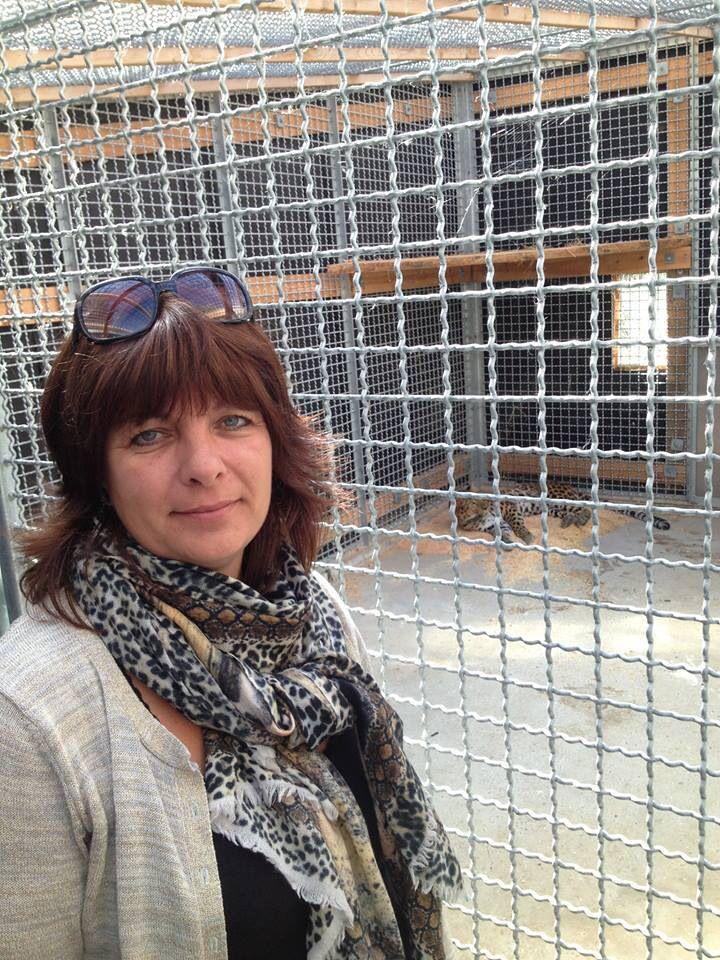 Lene Ruhnau www.Tanddyreklinikken.dk with her cashmere scarve 'leopard original'.  The scarve fits her work fixing teeth on animals.