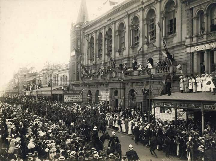 First Anzac Parade on Queens St in Brisbane, Queensland in 1916. State Library of Queensland.