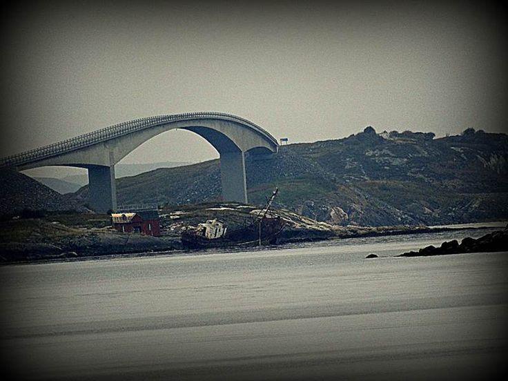Fotograficznego podsumowania roku ciąg dalszy. Tym razem zapraszam na słynny most znajdujący się na równie słynnej Drodze Atlantyckiej.