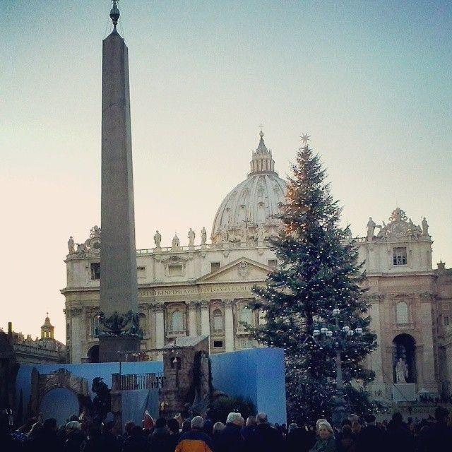 Albero e Presepe in Piazza San Pietro #Roma #Vaticano