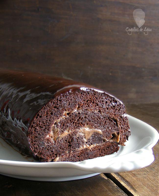 Tenía unas ganas locas de hacer un brazo de gitano de chocolate, vi una foto en un blog polaco que me dejo con un antojo terrib...