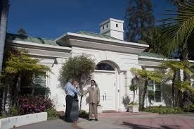 The Bienstock Group is the first choice of the people when it comes to purchase luxury homes in Los Angeles County.