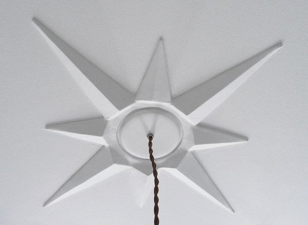 credit: The Vintage Cabin [http://www.thevintagecabin.com/2011/02/diy-starburst-ceiling-medallion.html]