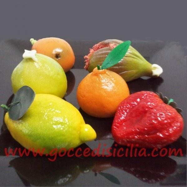 La Frutta Martorana siciliana sono dei dolcetti artigianali di marzapane.  Ho visto questa cosa buonissima su GoccediSicilia.com, il negozio online di prodotti tipici siciliani.