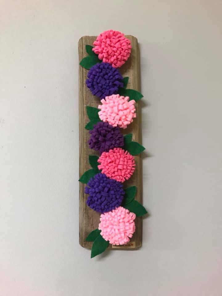 Kwiaty Z Filcu Pine Cone Crafts Crafts Cones Crafts