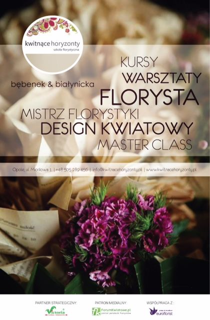 Florystyka to Twoja pasja? Pracujesz w kwiaciarni, masz studio florystyczne, pracownię? Chcesz poznawać nowe techniki układania kwiatów lub uczyć się od podstaw? A może szukasz pomysłu na siebie i własny biznes? Świetnie trafiłeś! Kwitnące Horyzonty to miejsce dla Ciebie! Trwa nabór 2015/16. Jako nasi studenci macie państwo okazję pobierać lekcje od doświadczonych nauczycieli i designerów. Uczymy na poziomie zawodowym - Florysta i Mistrz Florystyki , i proponujemy stały rozwój i inspi