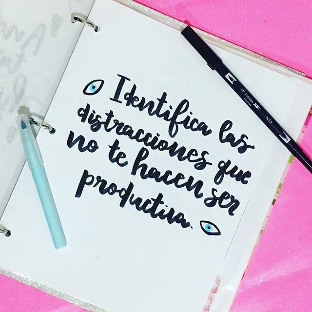 Sé honesta y enlista todo lo que NO te ayuda a ser productiva 🙅🏻🙅🏻#retomágico
