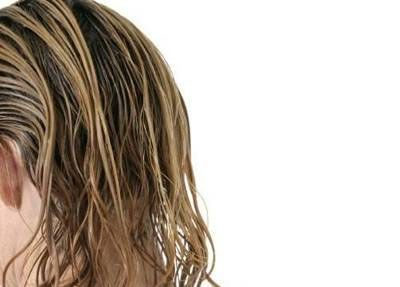 Limonada e chá de alecrim para combater a oleosidade dos cabelos