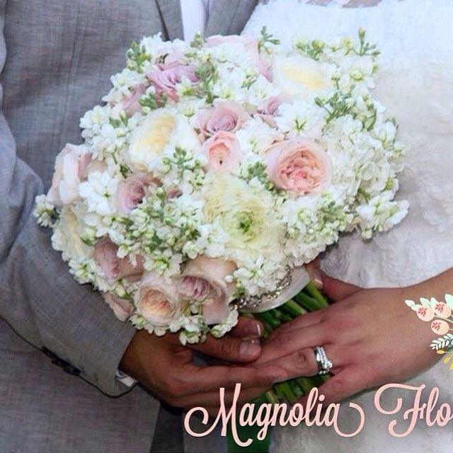 """Polubienia: 41, komentarze: 2 – JuanPabloCámaraProyectoFloral (@juanpablocamarapf) na Instagramie: """"Ramo de novia del fin de semana 25.01.14 Lety & Israel. Ranunculos rosado pálido y blanco, rosa…"""""""