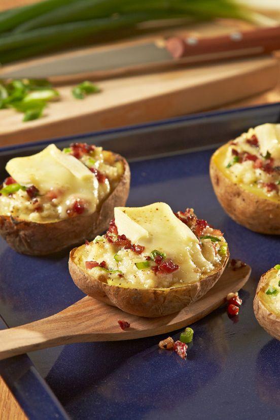 Herzhaft gefüllte Kartoffeln mit Speck und Crème Légère - überbacken mit cremig-würzigem Géramont.