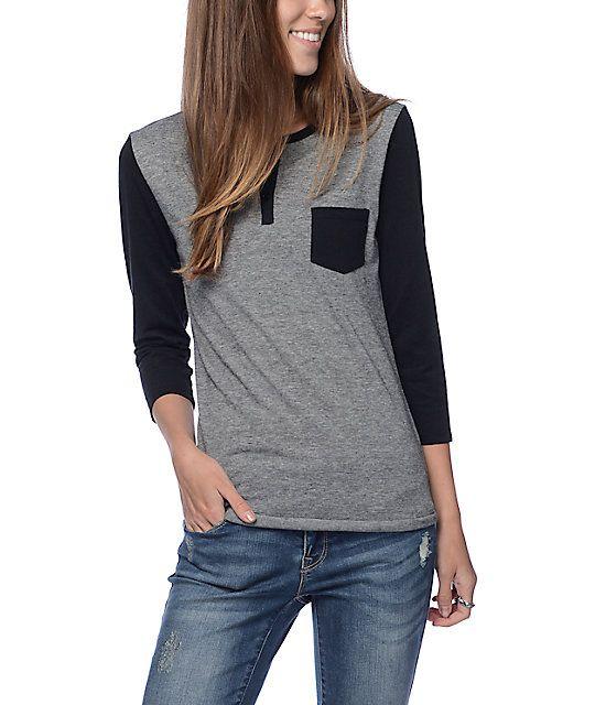 Zine camiseta henley con micro rayas en negro y gris