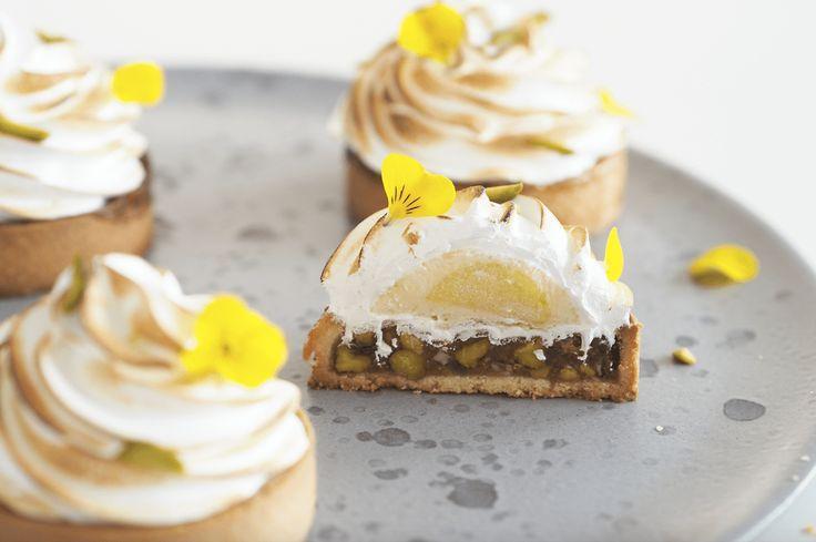 Citrontærter med pistaciekaramel og saltet marengs - Ditte Julie Jensen