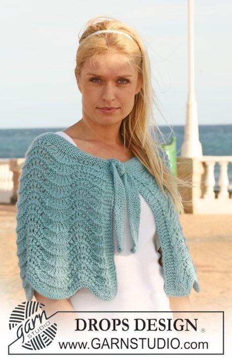 "Knitted DROPS shoulder wrap with wavy pattern in ""Silke-Alpaca"". Size S - XXXL. ~ DROPS Design - free"