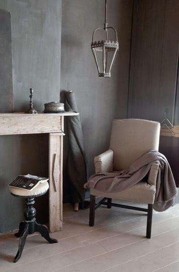 Méchant Design: a grey house