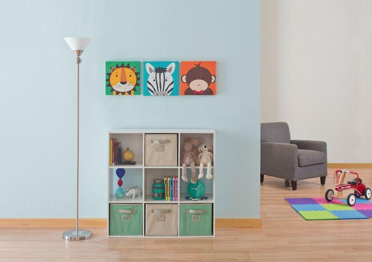 Decora y personaliza el cuarto de las niños.