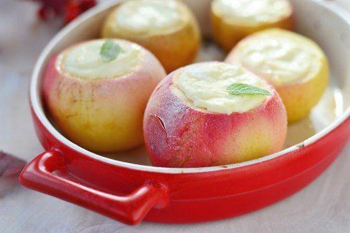 Яблоки, запеченные с творогом: Три идеи для завтрака / Царский пир