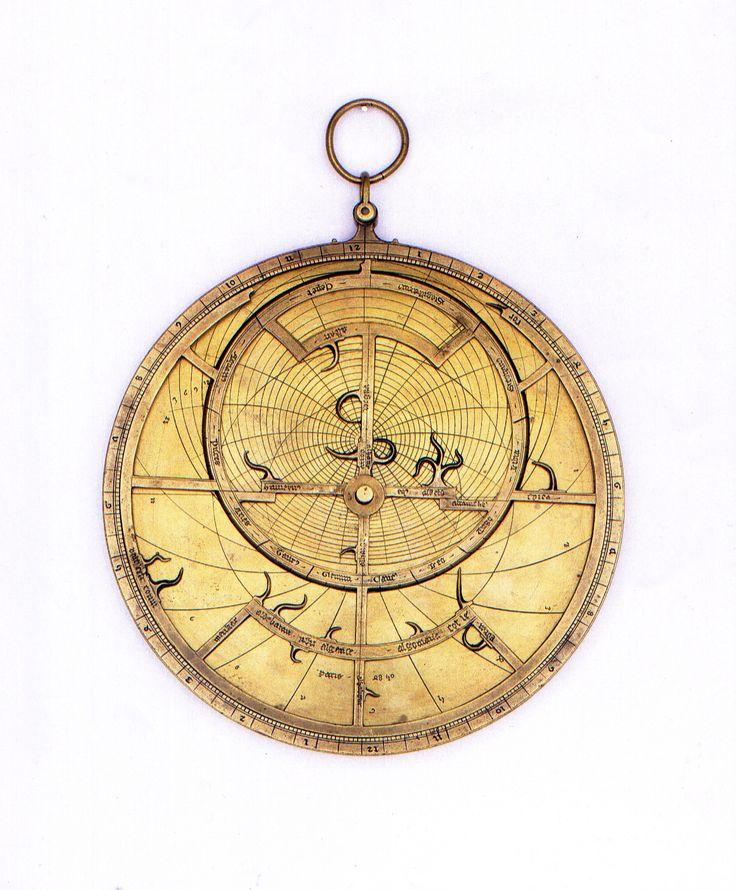 Per la prima volta in Italia a #Flashback16 l'astrolabio di Jean Fusoris, che ha progettato e costruito questo genere di strumenti tra il 1390 ed il 1416. Si tratta dell'unico pezzo conosciuto sul mercato, ne restano solo 22 rimasti nel mondo, di cui 21 custoditi nei musei. In occasione della Biennale di Parigi nel 1992 fu esposto per la prima e unica volta sul mercato in uno stand dedicato vista la sua rarità | GALLERIA ZABERT, Turin (I) #flashbackfair