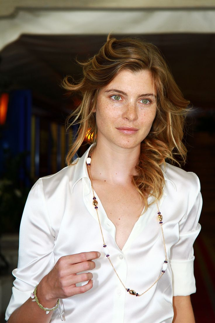 Vittoria Puccini arrive at the Palazzo Del Cinema during the 68th Venice Film Festival on August 29, 2011 in Venice, Italy.the necklace is amazing.