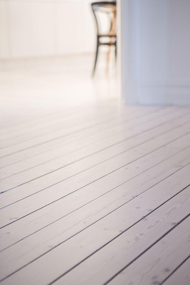 Silkeslena plankgolv och snygga lister
