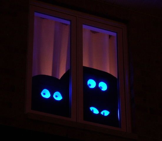 Creepy light up eyes that FOLLOW trick-or-treaters as they walk by a house.
