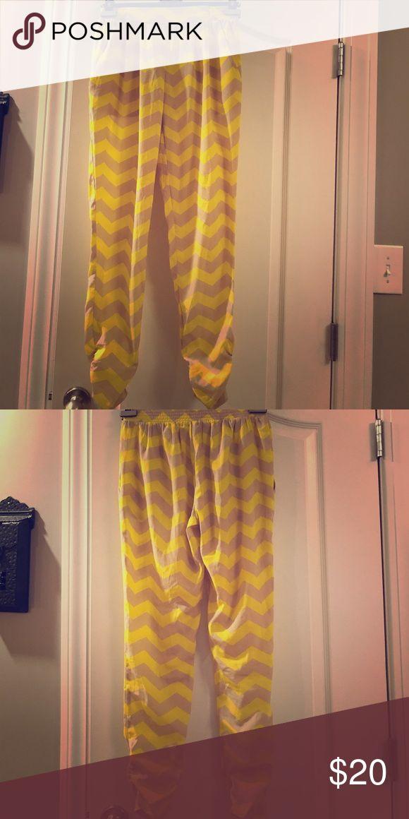 Boutique chevron pants. HD London chevron pants. Light fabric, perfect for summer! Size XS hm london Pants Skinny