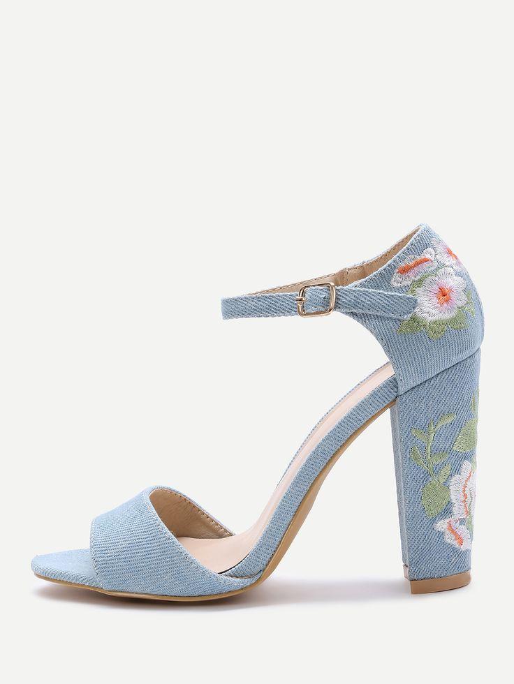 Sandales à talons hauts de broderie fleur bleue