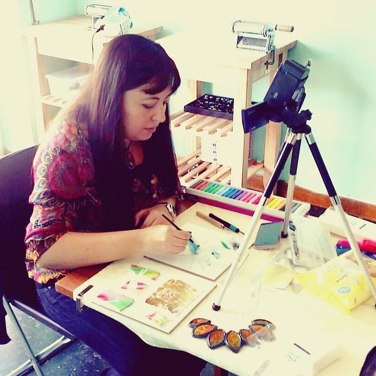 ... mmm qui non mi ero accorta della foto! Ero assai concentrata!!  Photo by Elisa  . . #diario di una #giornatacreativa nello #studio #archidee a #roma  #backstage del prossimo #tutorial su #YouTube . . #becreative #bepositive #crafting #polymerclay #polymerclaycreations #fimo #cernit #pastepolimeriche #diy #manualidades #creativehands  #selfie #instaselfie #me #workshop #dietrolequinte #polymerclayworkshop #igers #ig_roma #ig_italia
