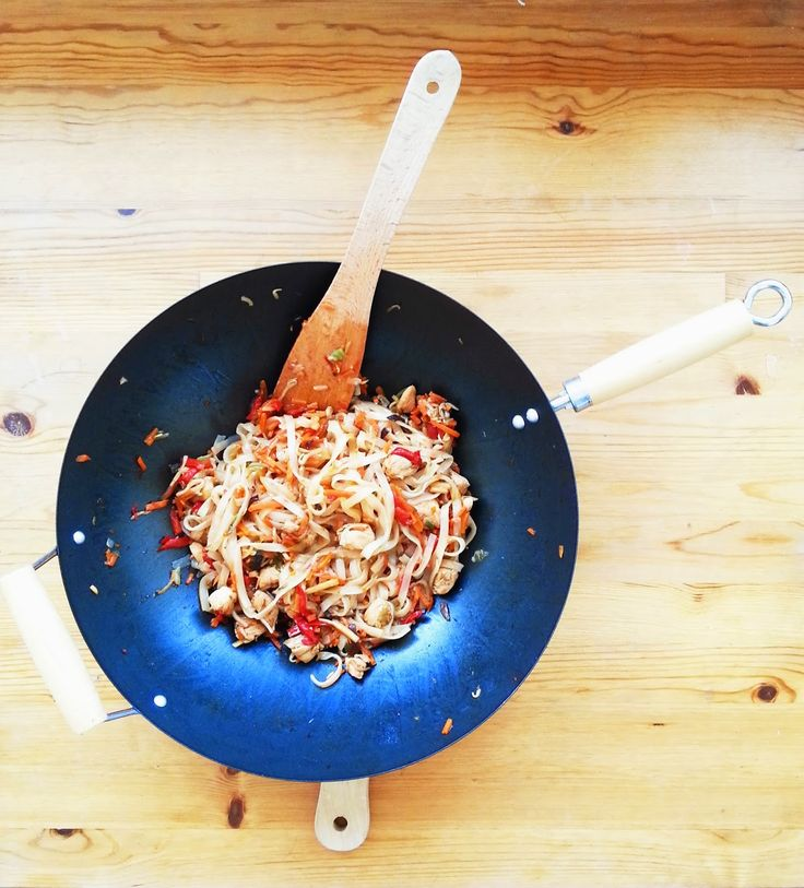 Danie jednogarnkowe dla studentów: Makaron ryżowy z warzywami i kurczakiem!
