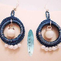Orecchini gioiello tessile in lamé e perle madreperla