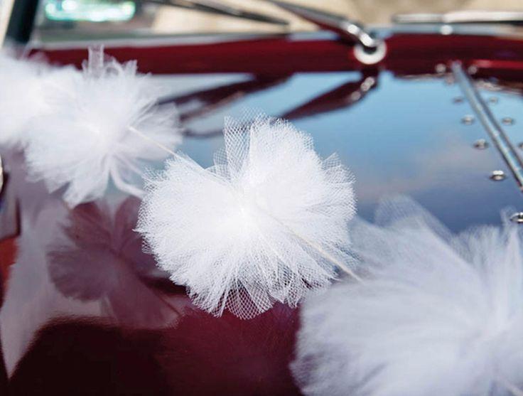 Nieuw bij Corrie's bruidskindermode: Trouwdag decoratie! Zoals de tule auto decoratie. Voor maar 10 euro heb je 3 slingers van 2 meter lang, om je trouwauto, koets of anders vervoersmiddel mee te versieren. Kijk snel op bruidskindermode.nl. Bruiloft, huwelijksdag, trouwerij, bruidspaar, trouwdag.