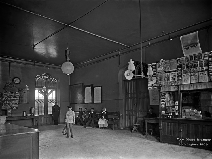 Helsingin vanhan rautatieaseman 3. luokan odotushuone. Foto: Signe Brander, 1909.