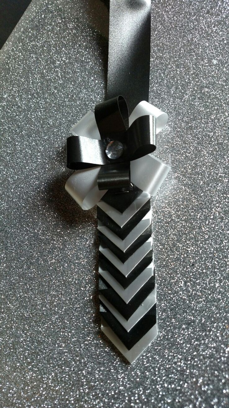 Chevron black and white homecoming mum spirit chain with ribbon flower. Designed by Crafty bug