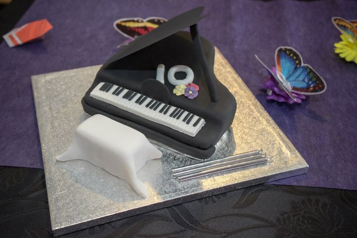 A baby grand piano for my budding pianist!  There's a vanilla cake under there somewhere :)