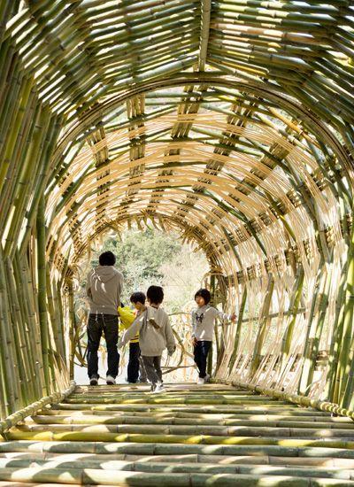 アート作品の中で寝転んでみる。瀬戸内国際芸術祭・小豆島の大きな竹のドーム『オリーブの夢』|Page 2|香川県 小豆郡土庄町|「colocal コロカル」ローカルを学ぶ・暮らす・旅する