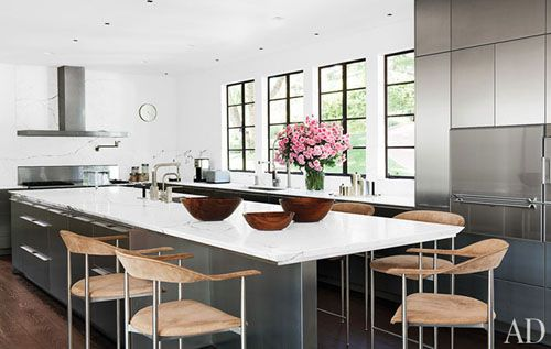the kitchen of V producer Darren Star, renovated by Mark Rios of Rios Clementi Hale Studios and decorated by Waldo Fernandez of Waldo's Designs.