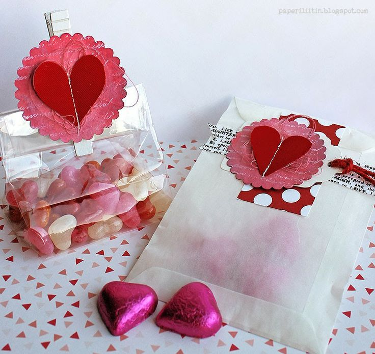 Riikka Kovasin - Paperiliitin: Valentine's gift bags - Canvas Corp / Tattered Angels Glimmer Mist