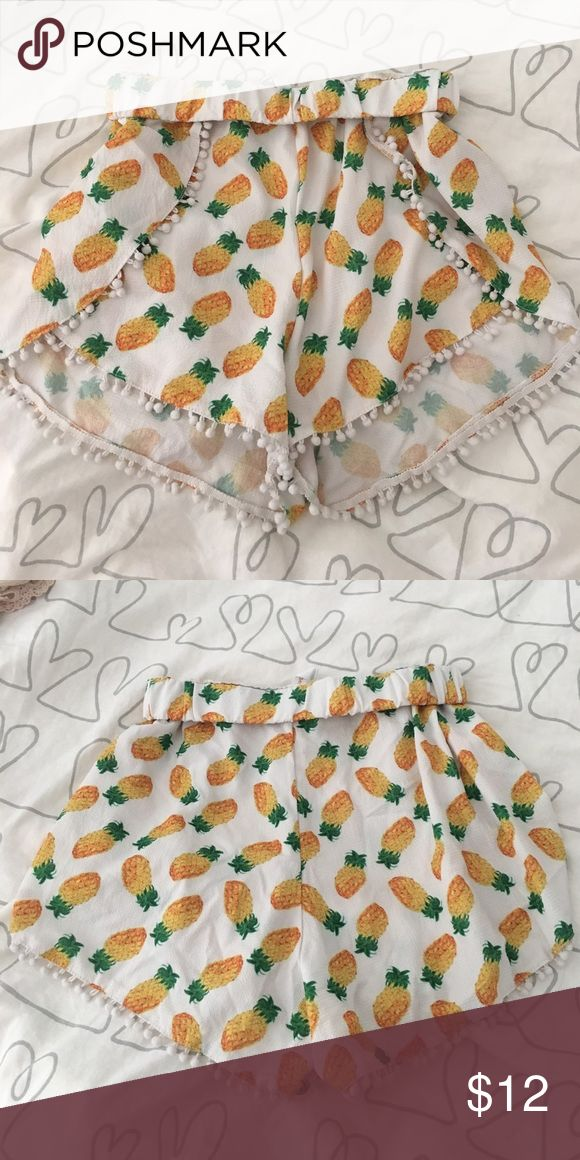 Pineapple Print shorts (M) Worn a few times but I'm not into patterns any more. I'm a small but this is a medium when you roll down the waist just once, as seen in the pic. Great for coachella or music festivals or tropical themed parties!! Will go lower if bundled Shorts
