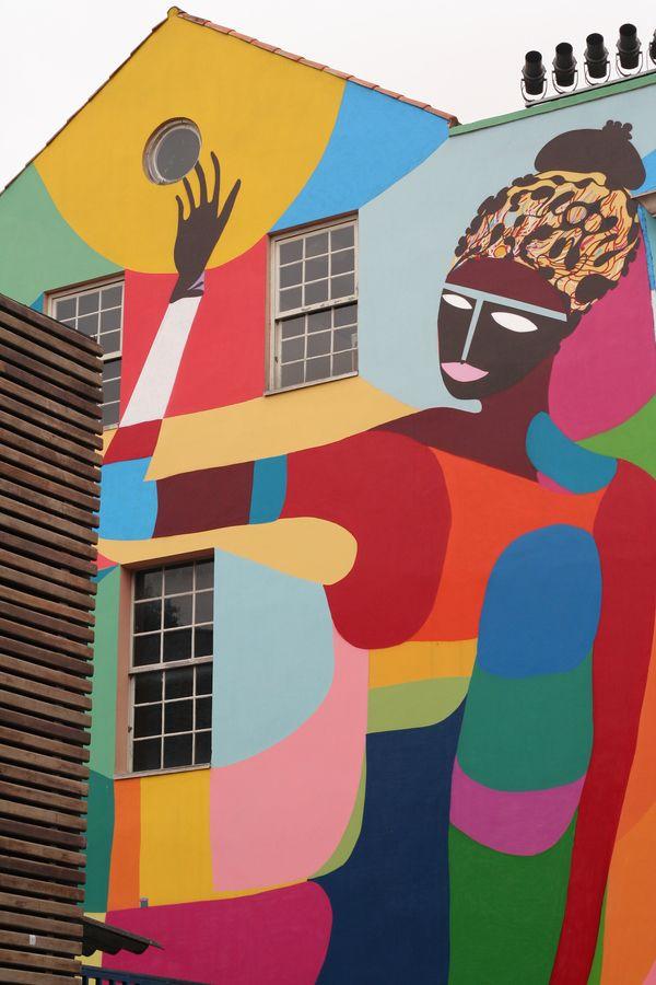 El arte urbano de Brasil también está lleno de color y estilo.   #modaBrasil #Brasilnosinspira