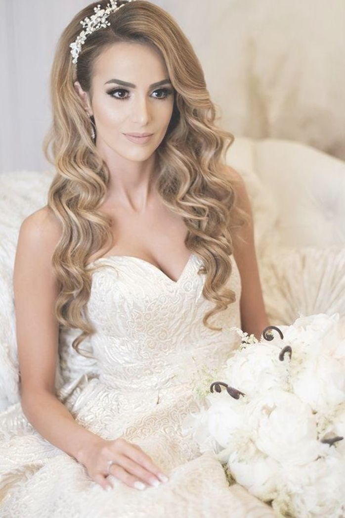Hair Style Bridal Hairstyle Wedding Scattered Hairstyle Long Hair Half Up Half Down Loose Hair Best Wedding Hairstyles Bride Hairstyles Wedding Hair Down
