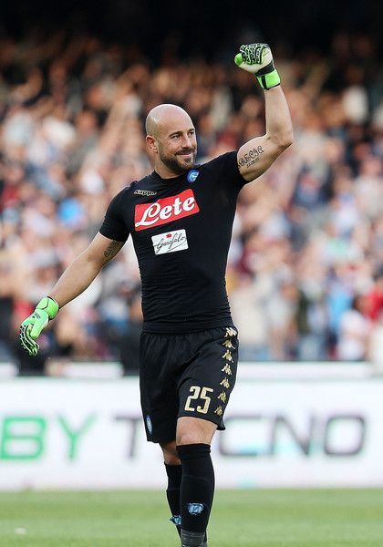 Pepe Reina Photos Photos - Pepe Reina of SSC Napoli celebrates after Lorenzo Insigne scored goal 3-0 during the Serie A match between SSC Napoli and Cagliari Calcio at Stadio San Paolo on May 6, 2017 in Naples, Italy. - SSC Napoli v Cagliari Calcio - Serie A