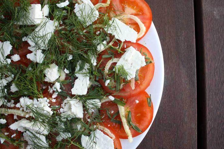 Tomatsalat med estragon, dild og fennikel