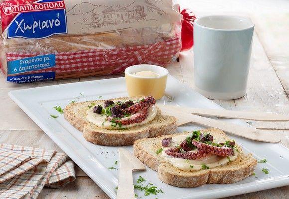 """Μπρουσκέτες με Ψωμί σε Φέτες """"Χωριανό"""" ΠΑΠΑΔΟΠΟΥΛΟΥ Σταρένιο με 6 Δημητριακά, με μους ταραμά & χταπόδι"""