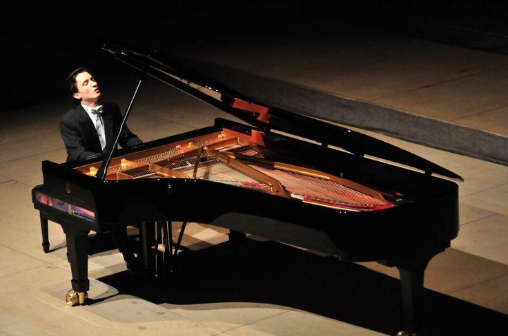 Un jeune talent du Festival, le pianiste russe Alexander Romanovsky - Le Festival international de Colmar (www.festival-colmar.com) - B. Fruhinsholz