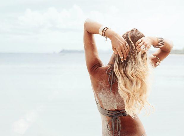 Πώς θα φροντίσεις τα μαλλιά σου στην παραλία αλλά και μετά.