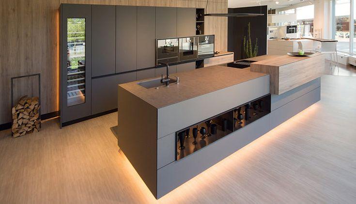 Moderne Küche mit Bar 6 Ideen für eine Bartheke aus Holz, Stein - küchenrückwand glas beleuchtet